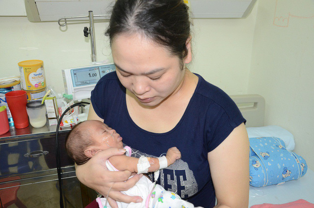 sự sống mong manh của bé 4 tháng tuổi, bé 4 tháng tuổi mắc tim bẩm sinh và nấm máu