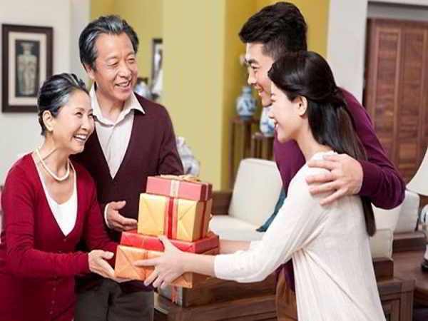 Con dâu thẳng thắn khi bố mẹ chồng nhắc nhở chuyện biếu tiền họ hàng