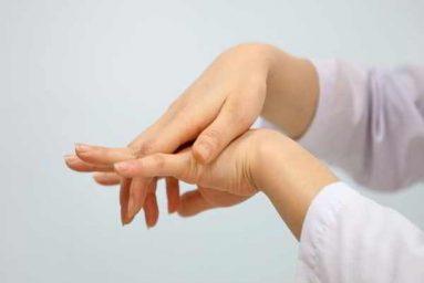 Tê tay chân thường xuyên là dấu hiệu của bệnh lý nguy hiểm