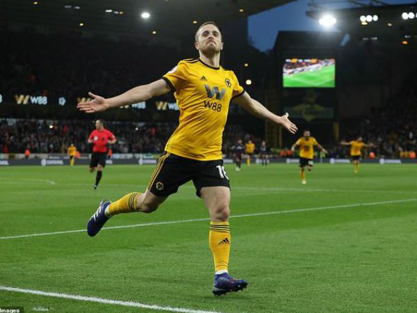 Arsenal thảm bại trước Wolves, mục tiêu top 4 trở nên khó khăn hơn