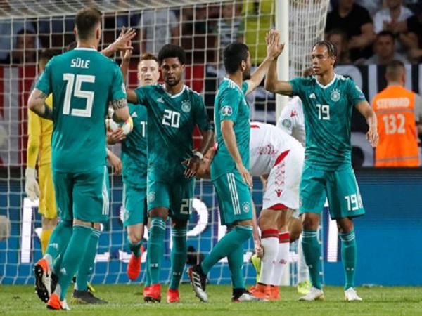 Đức hạ Belarus 2-0: Vắng Joachim Loew