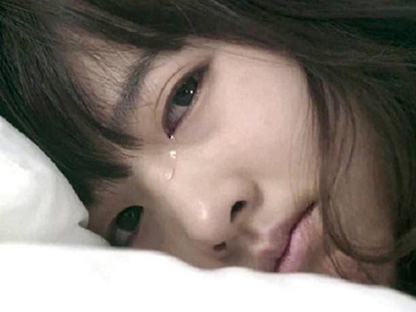 Tại sao con gái có thể bật khóc khi yêu?