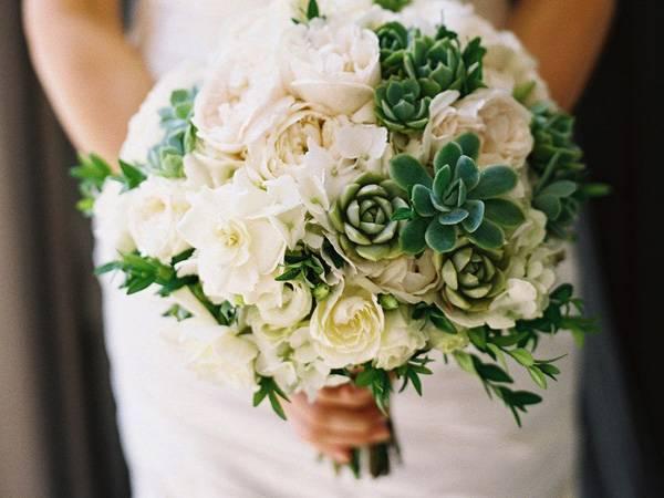 Màu hoa cưới mang lại may mắn cho tuổi Ngọ